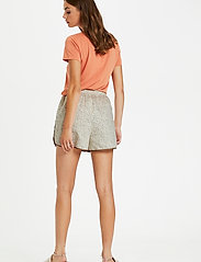 Soaked in Luxury - SLBanks Shorts - shorts casual - viol print whisper white - 4