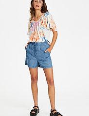 Soaked in Luxury - SLDalia Shorts - shorts casual - light blue denim - 3