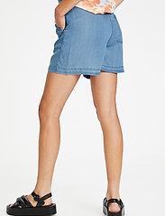 Soaked in Luxury - SLDalia Shorts - shorts casual - light blue denim - 4