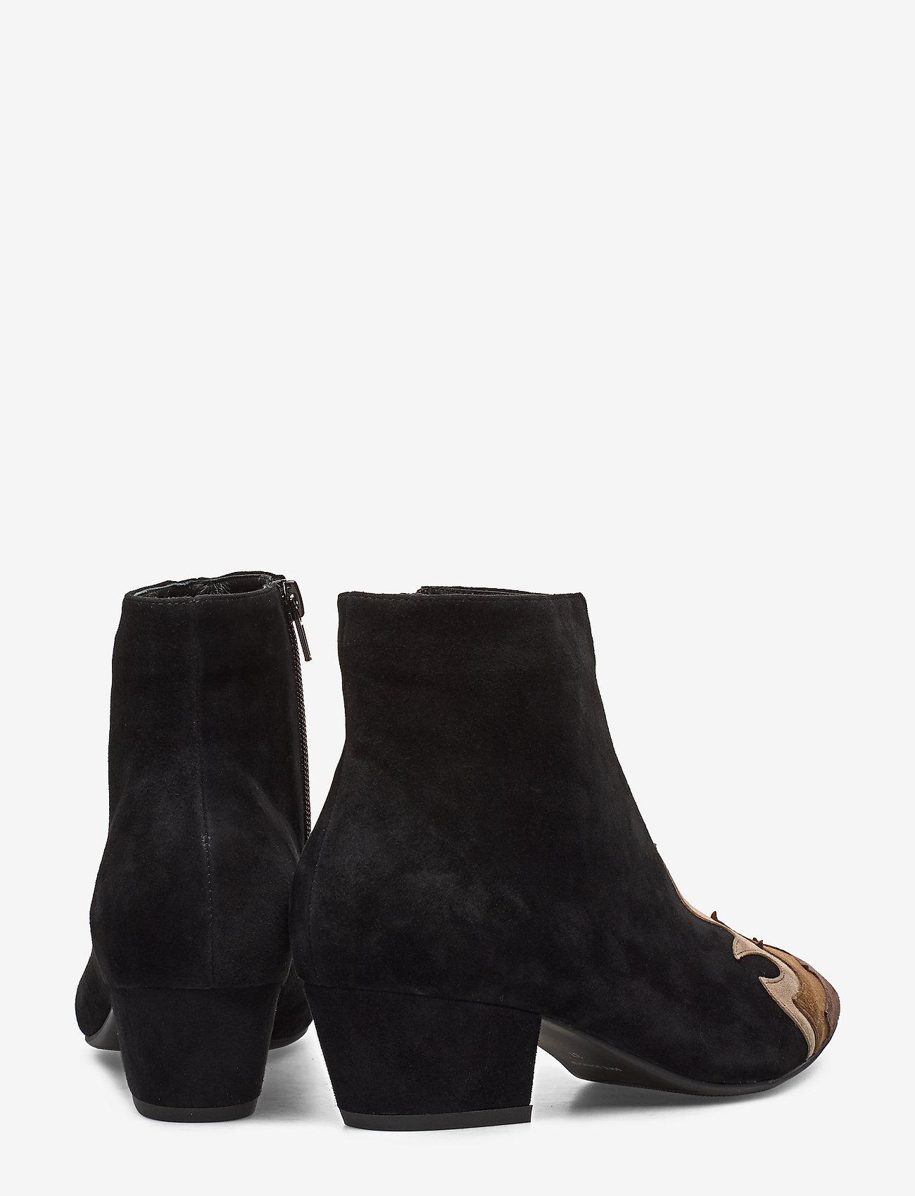Boot (Camel) - Sofie Schnoor