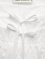 Sofie Schnoor - Skirt - midinederdele - white - 2