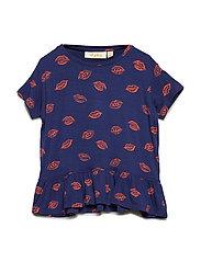 Acey T-shirt - PATRIOT BLUE, AOP KISS