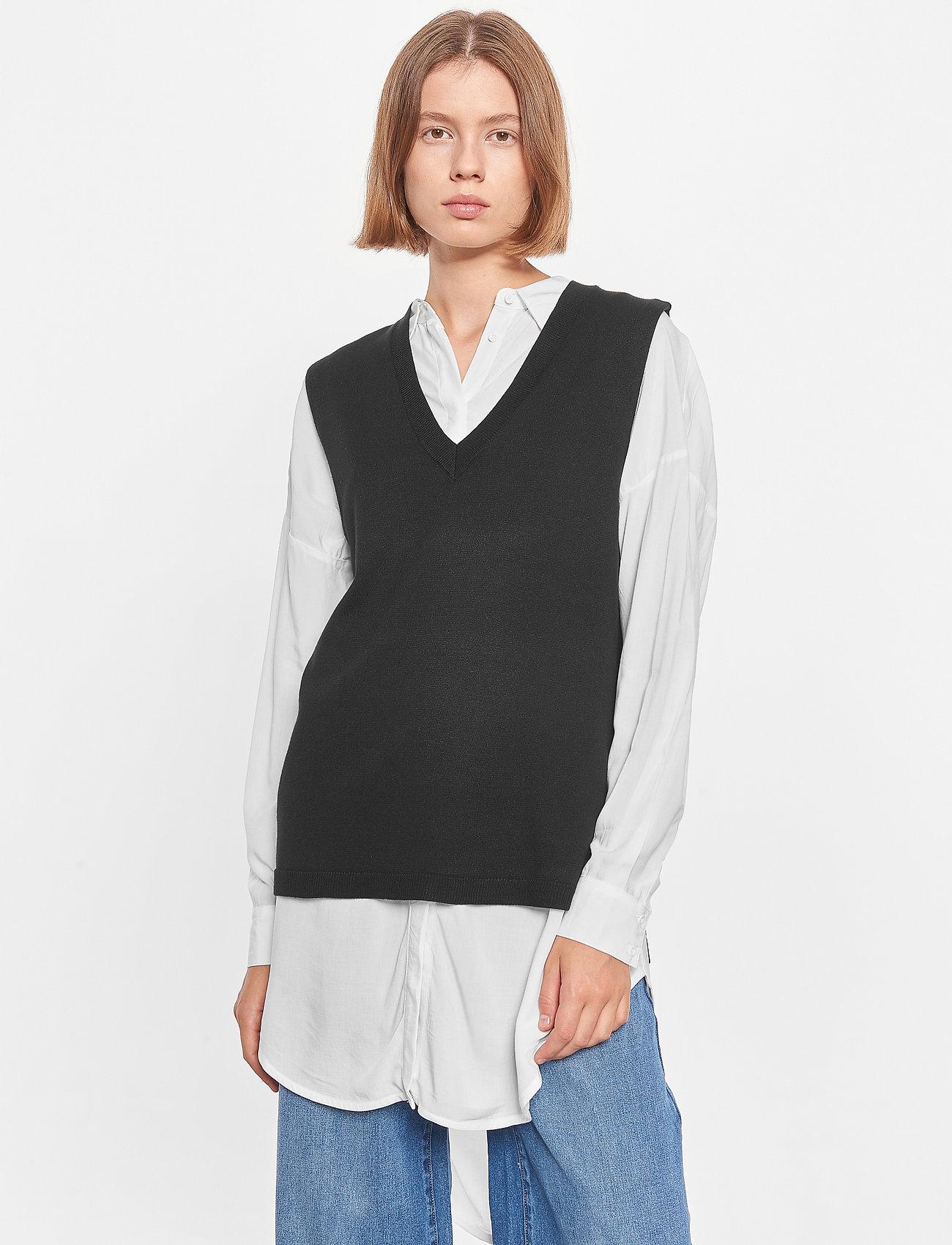 Soft Rebels - SRMarla V-neck Loose Fit Knit Vest - knitted vests - black - 0