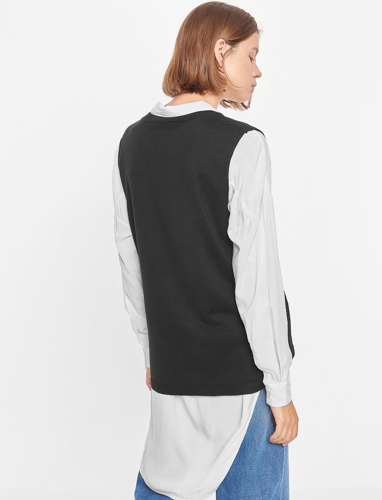Soft Rebels - Marla V-neck Loose Fit Knit Vest - knitted vests - black - 3