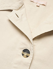 Soft Rebels - SRLauren LS Short Loose Jacket - denim jackets - snow white / off white - 2