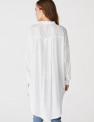 Soft Rebels - SRFreedom Long Shirt - tunics - snow white / off white - 3