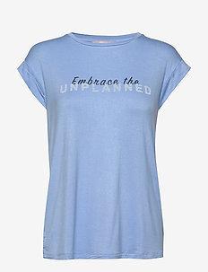 Embrace SS Top - t-shirts imprimés - little boy blue
