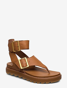 ROAMING™ T-STRAP - strap  studded-camel brown