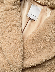 Soyaconcept - SC-KINGA - faux fur - camel - 2