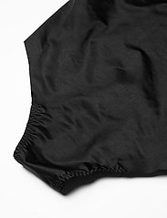 Spanx - THONG B-SUIT - bodies & slips - very black - 3