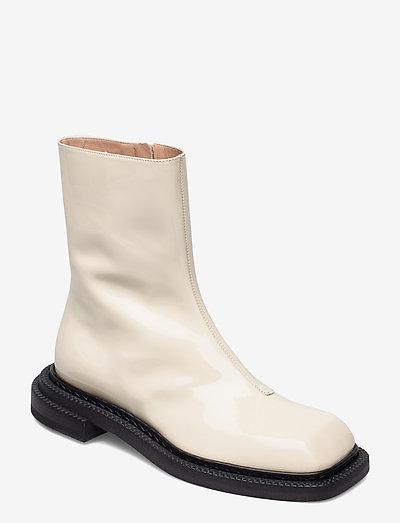 AIELLO - flat ankle boots - vanilla