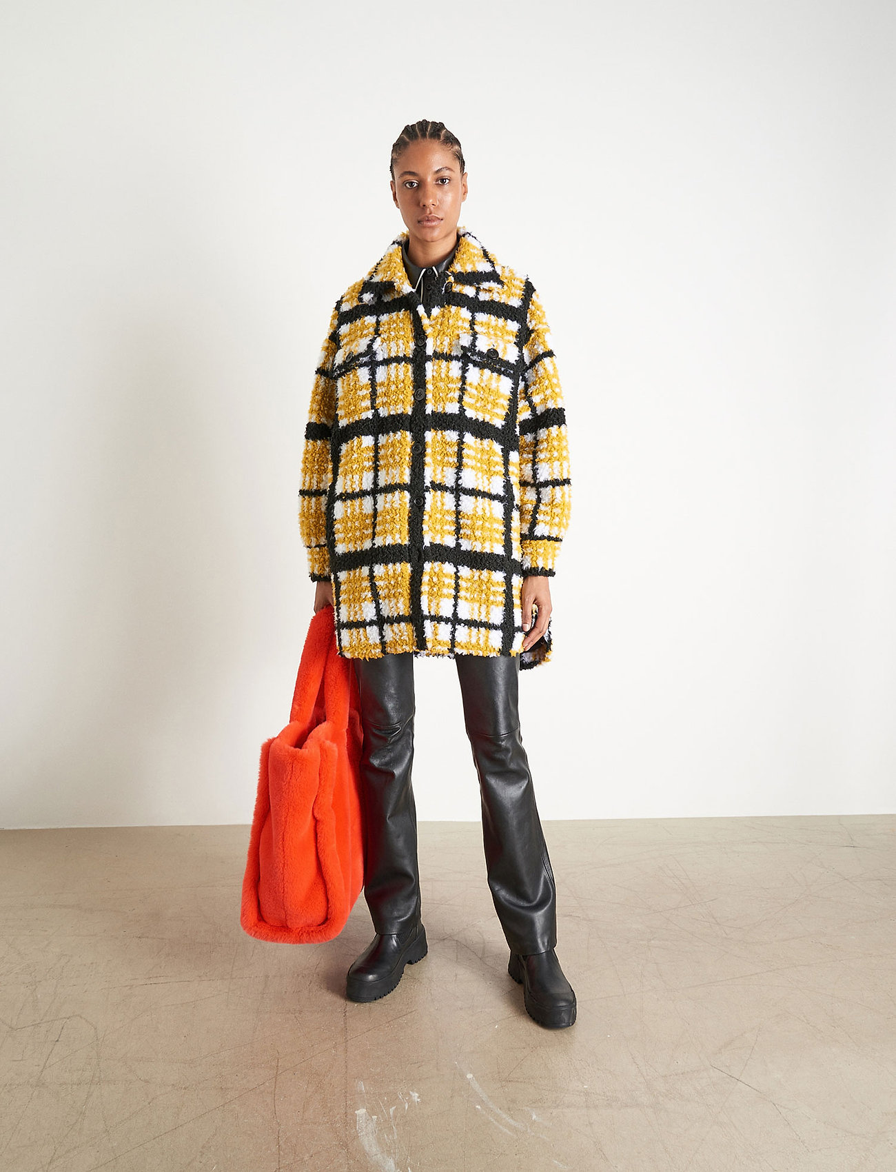 Stand Studio - Sabi Jacket - sztuczne futro - yellow/black/white check - 0