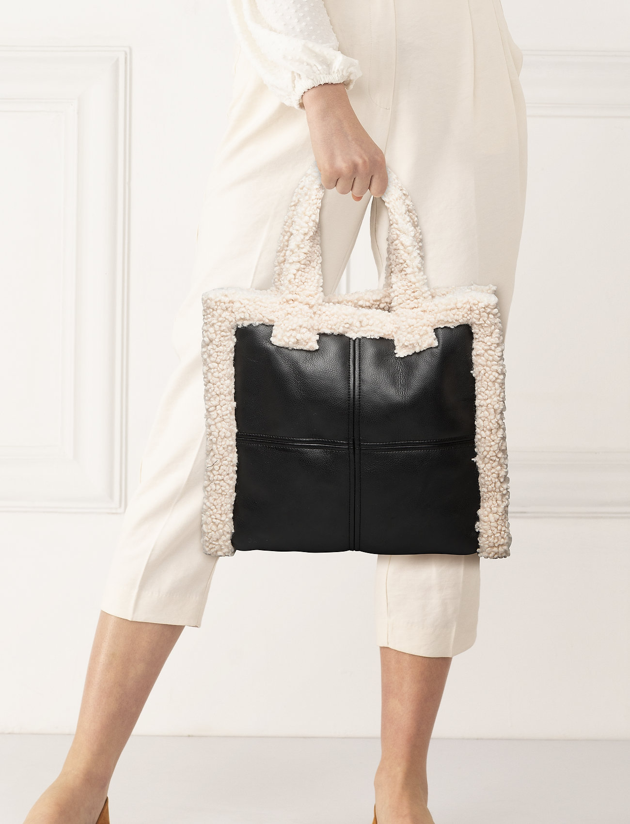 Black Bag | Off White | Väskor | Miinto.se