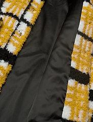 Stand Studio - Sabi Jacket - sztuczne futro - yellow/black/white check - 5