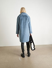 Stand Studio - Camille Cocoon Coat - sztuczne futro - steel blue - 3