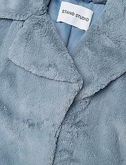 Stand Studio - Camille Cocoon Coat - sztuczne futro - steel blue - 4