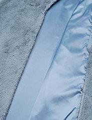Stand Studio - Camille Cocoon Coat - sztuczne futro - steel blue - 6
