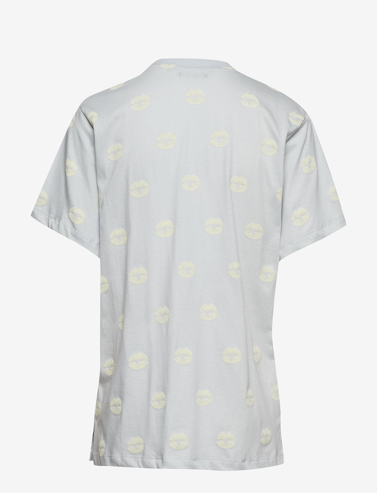 Stella Nova Noon Kiss - T-shirts & Tops SOFT SKY