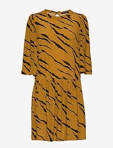 Selma - korte jurken - burned yellow