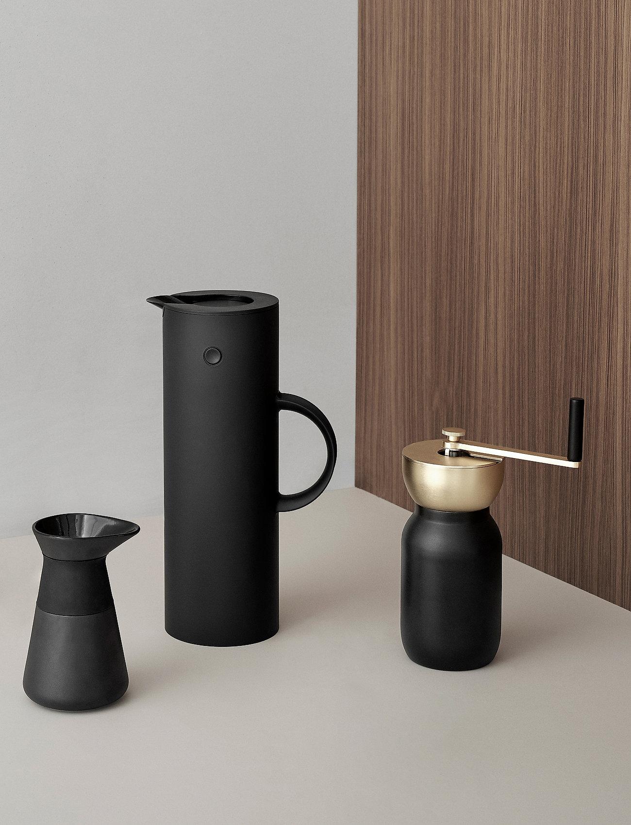 Stelton - EM77 vacuum jug, 1 l. - kannut & karahvit - soft black - 1