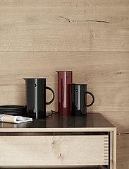 Stelton - EM77 vacuum jug, 0.5 l. - vesikannut ja -karahvit - black - 2
