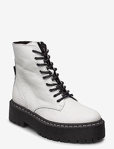 Skylar - platta ankelboots - white leather