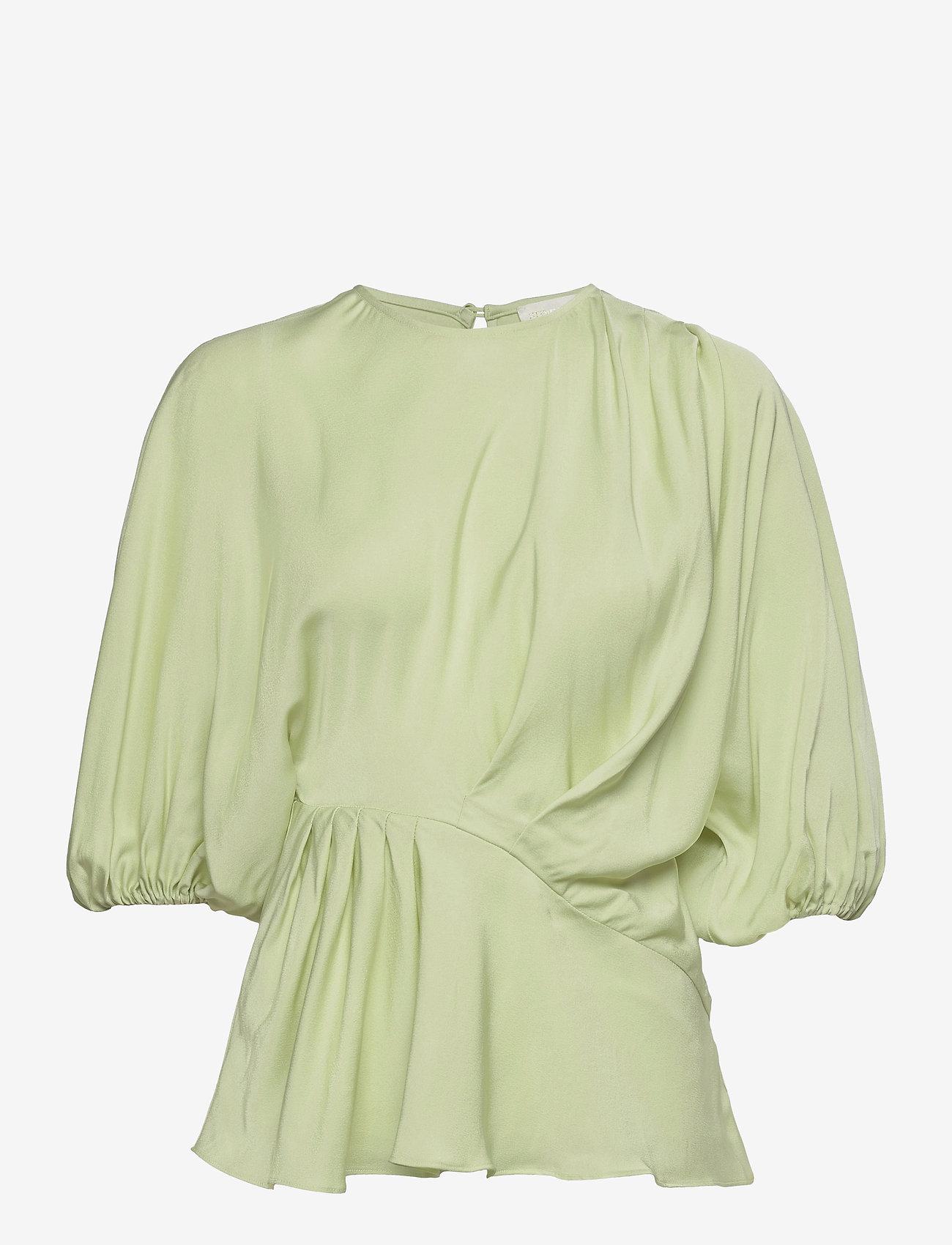 STINE GOYA - Cora, 1110 Viscose Twill - kortærmede bluser - fog green - 1