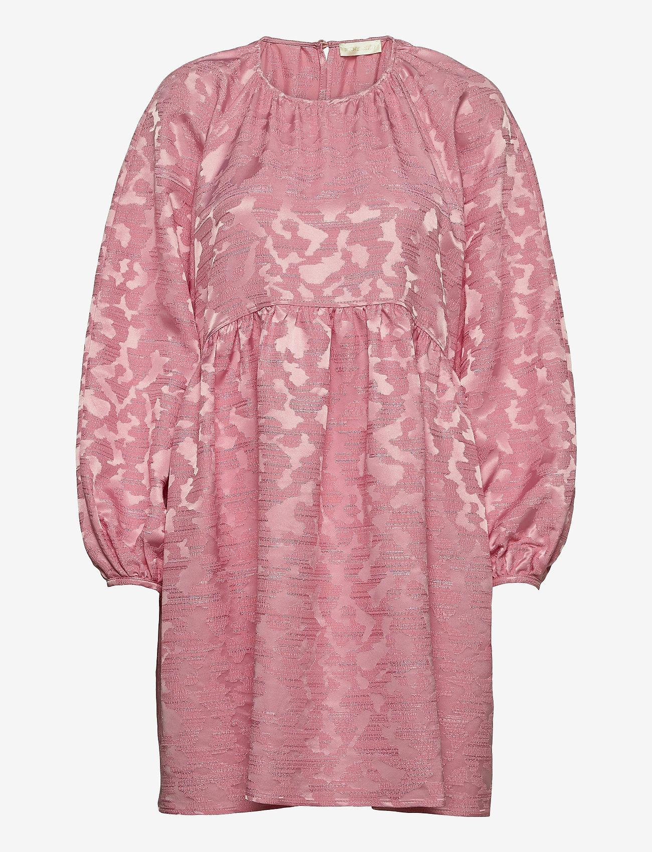 STINE GOYA - Kelly, 1140 Distortion Jacquard - sommarklänningar - distortion pink - 0