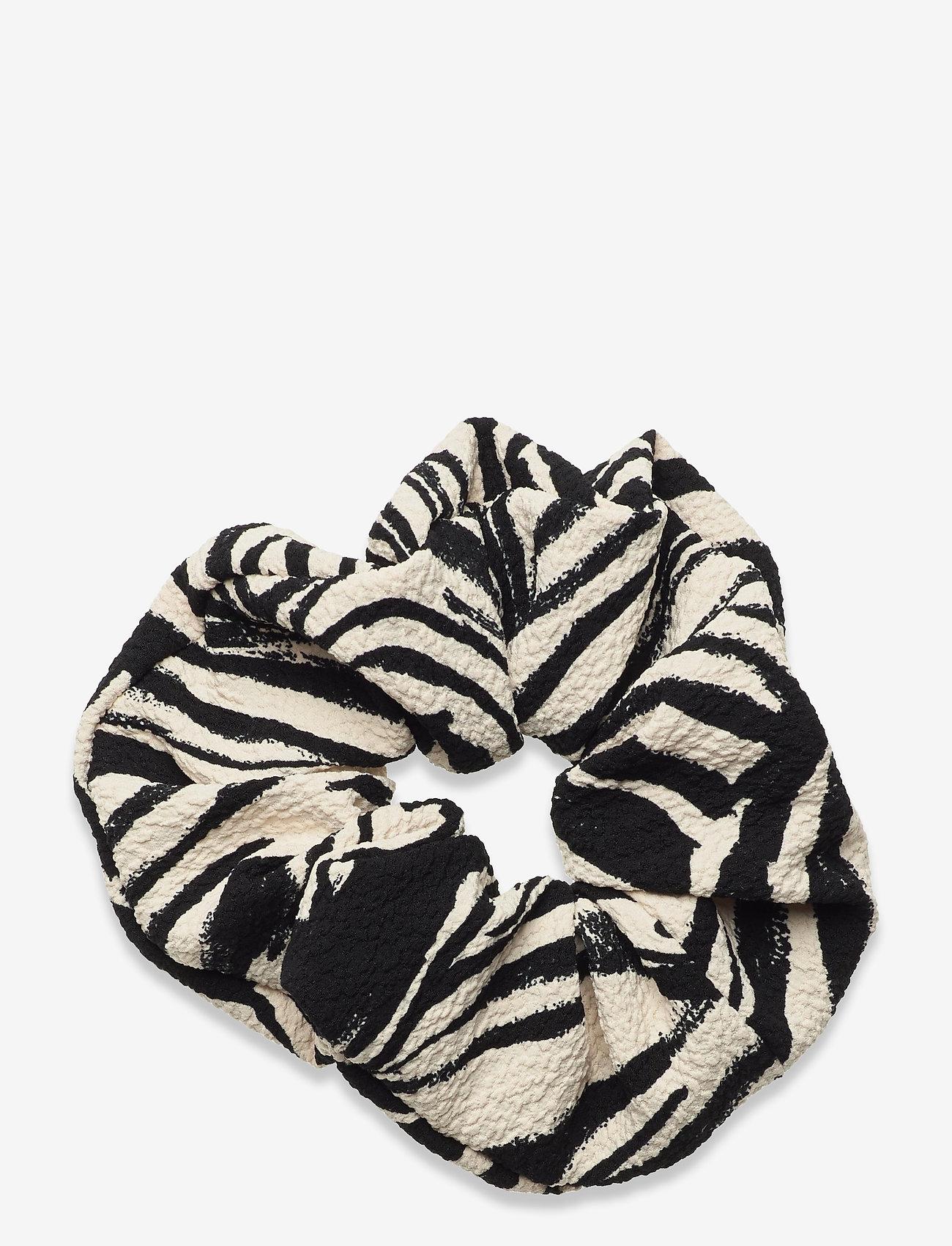 STINE GOYA - Scrunchy, 1092 Structure Stretch - accessoarer - zebra black - 1