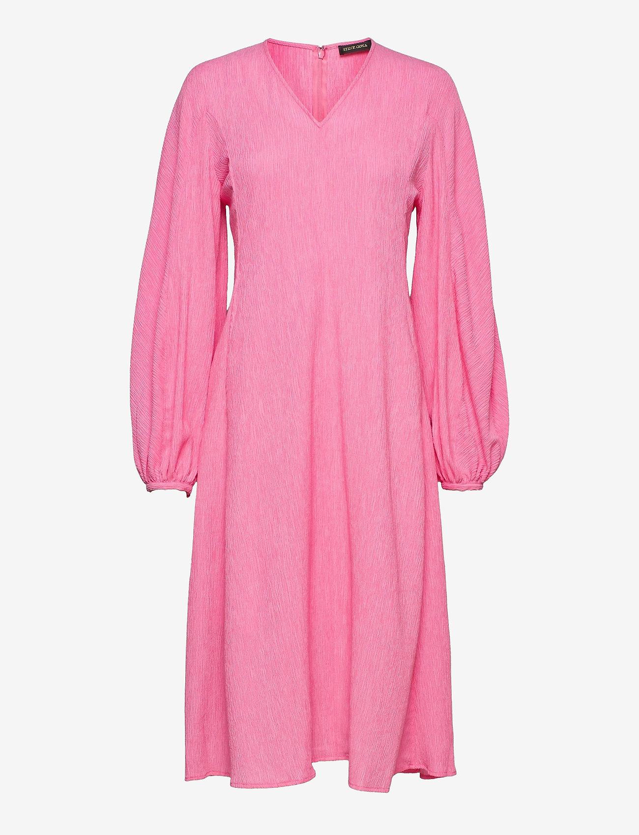 STINE GOYA - Rosen, 1213 Crinkled Tencel - sommerkjoler - pink - 0