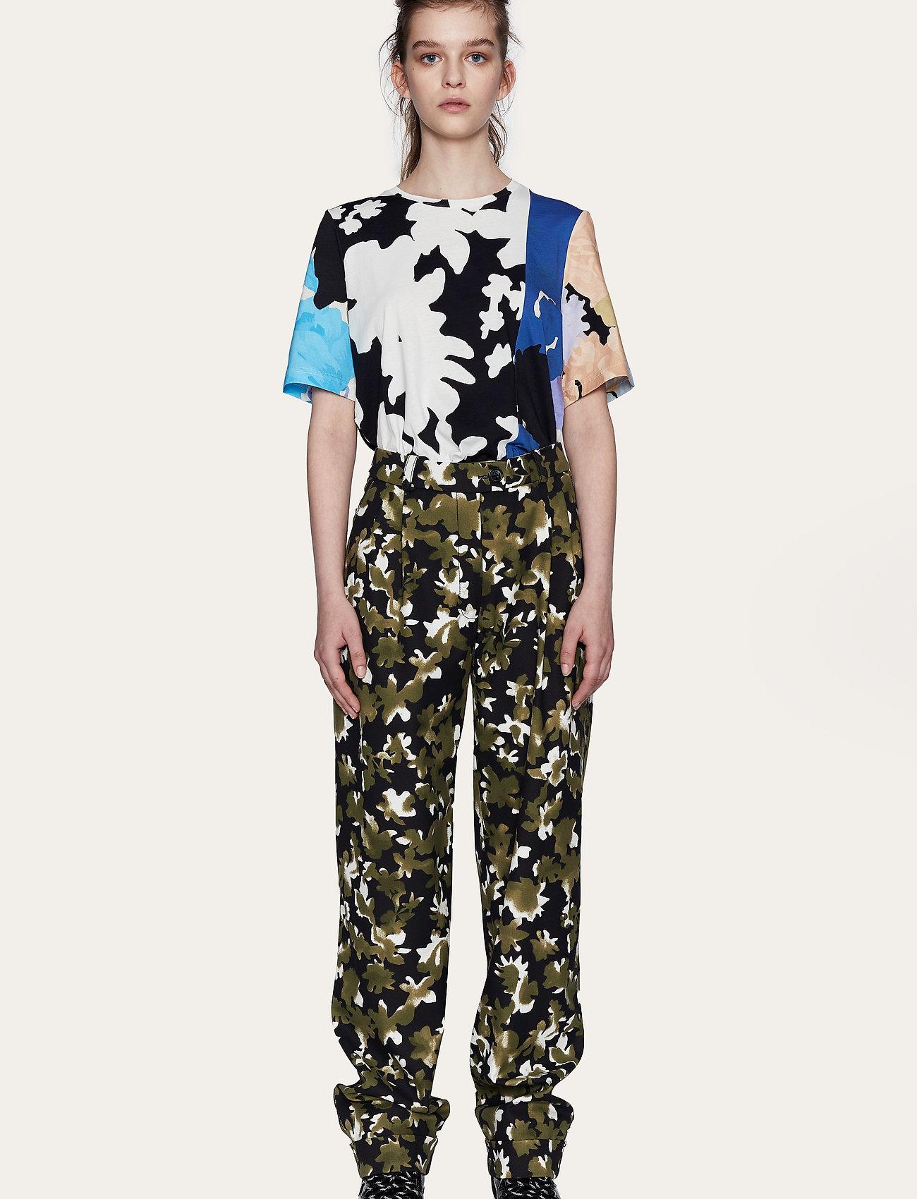 STINE GOYA - Leonie C, 1000 Allover Tee - t-shirts - floral mix - 0