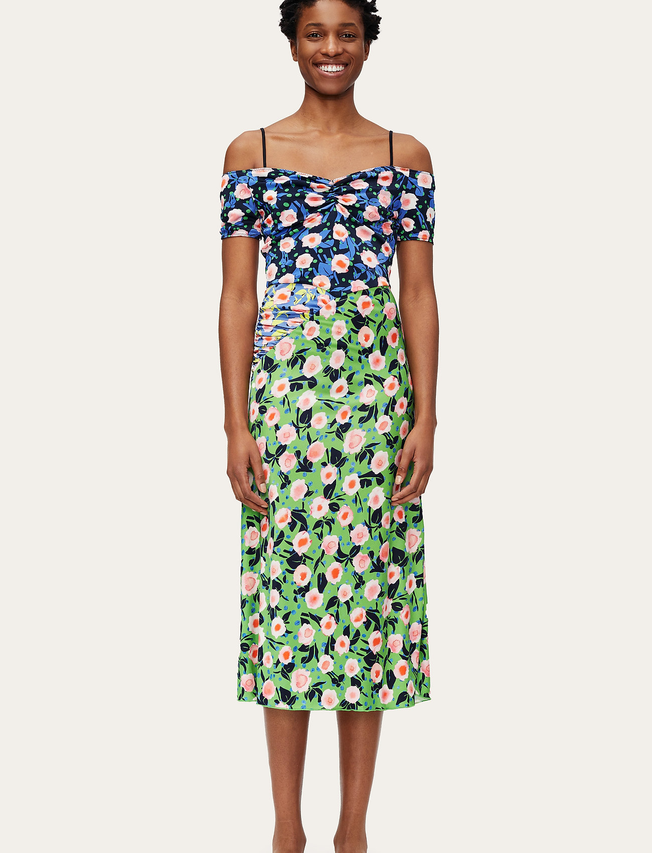 STINE GOYA - Selene, 1163 Viscose Jersey Printed - sommerkjoler - flowermarket mix - 0