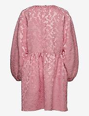 STINE GOYA - Kelly, 1140 Distortion Jacquard - sommarklänningar - distortion pink - 1