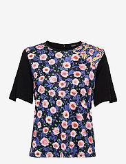 STINE GOYA - Orla, 1163 Viscose Jersey Printed - kortærmede bluser - flowermarket mix - 0