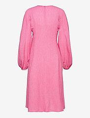 STINE GOYA - Rosen, 1213 Crinkled Tencel - sommerkjoler - pink - 1