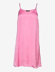STINE GOYA - Rosen, 1213 Crinkled Tencel - sommerkjoler - pink - 2