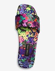 STINE GOYA - Henra, 1193 Satin Shoes - flade sandaler - 60s allover - 3