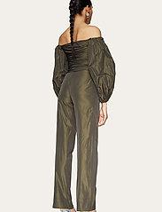 STINE GOYA - Laia, 924 Taffeta - bukser med lige ben - seaweed green - 3
