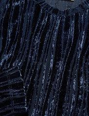 STINE GOYA - Maya, 1008 Velvet Devoré - langærmede bluser - wave midnight - 4