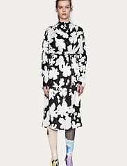 STINE GOYA - Jay, 1039 Printed Rayon - midi kjoler - daisy - 0