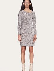 STINE GOYA - Moa, 1087 Velvet Devoré - stramme kjoler - dots silver - 0