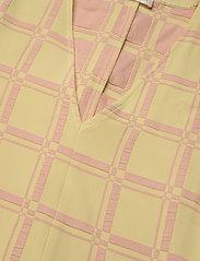 STINE GOYA - Rosen, 1091 Grid Stretch - sommarklänningar - grid fog - 4