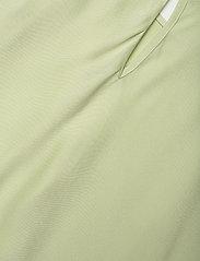 STINE GOYA - Cora, 1110 Viscose Twill - kortærmede bluser - fog green - 4