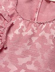 STINE GOYA - Kelly, 1140 Distortion Jacquard - sommarklänningar - distortion pink - 2