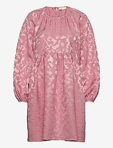 Kelly, 1140 Distortion Jacquard - festklänningar - distortion pink