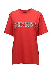 WINNER-TEE - FLAME SCARLET