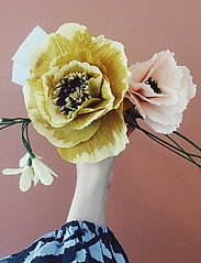 Studio About - PAPER FLOWER, AFRICAN LILY - tørrede blomster - yellow - 2