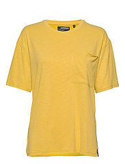 CANYON ESSENTIAL PoCKET TEE - OIL YELLOW