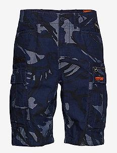 PARACHUTE CARGO SHORT - casual shorts - indigo outline camo badge