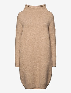 Isabella Funnel Neck Dress - strikkjoler - soft caramel marl